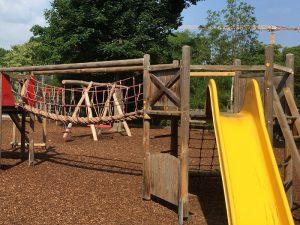 Spielplatz im Stadtpark - Klettergerüst