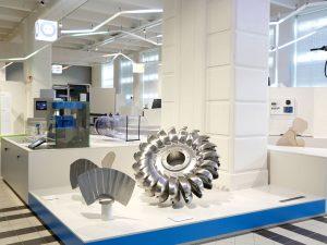 Wasserkraft zur Erzeugung von Strom und Energie. Wissen über Wasserkraft. Techniches Museum Wien neue Ausstellung On/Off.