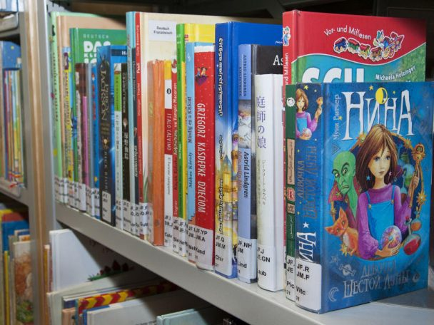 Mehrsprachige Bücher in der Kinderbücherei der Weltsprachen