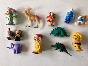 Süße Figuren für eine Schneekugel
