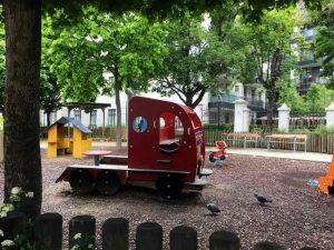Spielpauto am Spielplatz im Hamerlingpark
