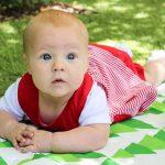 Baby im Park.