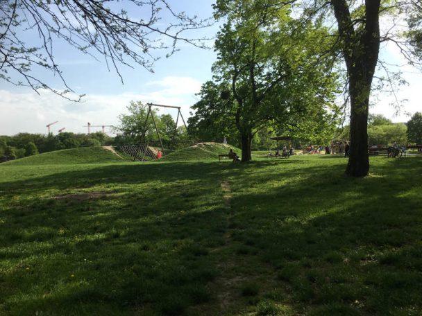 kleiner Spielplatz gegenüber der Ranch auf der Jesuitenwiese