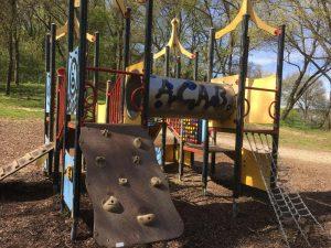 Klettergerät am Spielplatz Roter Berg Ost