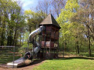 Großer Rutschturm am Spielplatz Roter Berg Ost