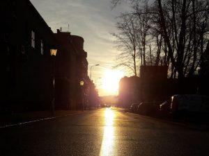 Stadt und Sonnenuntergang