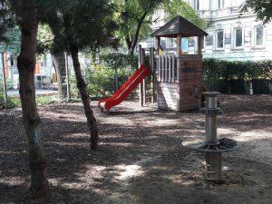 Rote Rutsche am Spielplatz Loquaiplatz im blog.kinderinfowien.at