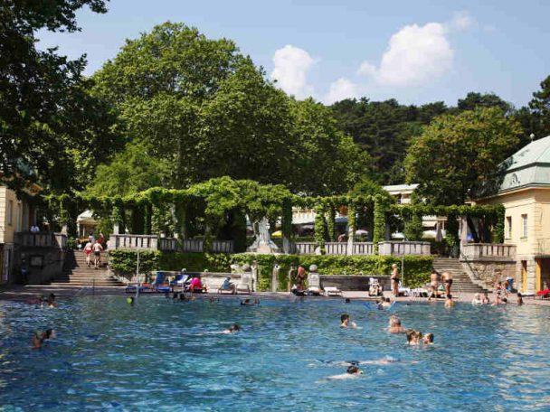 Schwimmbecken Thermalbad Vöslau