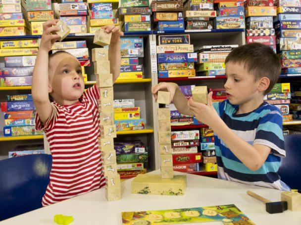 Brettspiele in der wienXtra-spielebox im blog.kinderinfowien.at