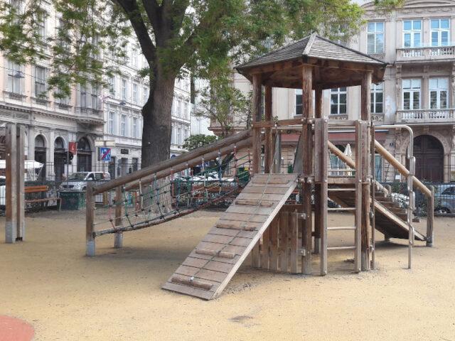 Klettergeruest Spielplatz Rudolfspark